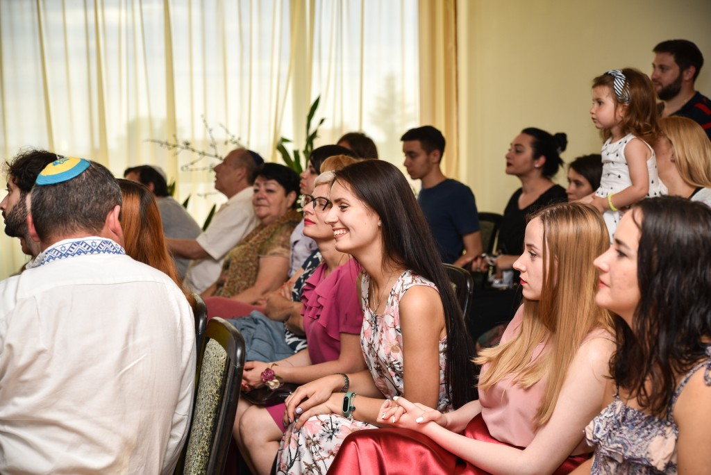 Ze'ev from Odessa and Oksana from Kiev share a laugh during the Teachers' Seminar.
