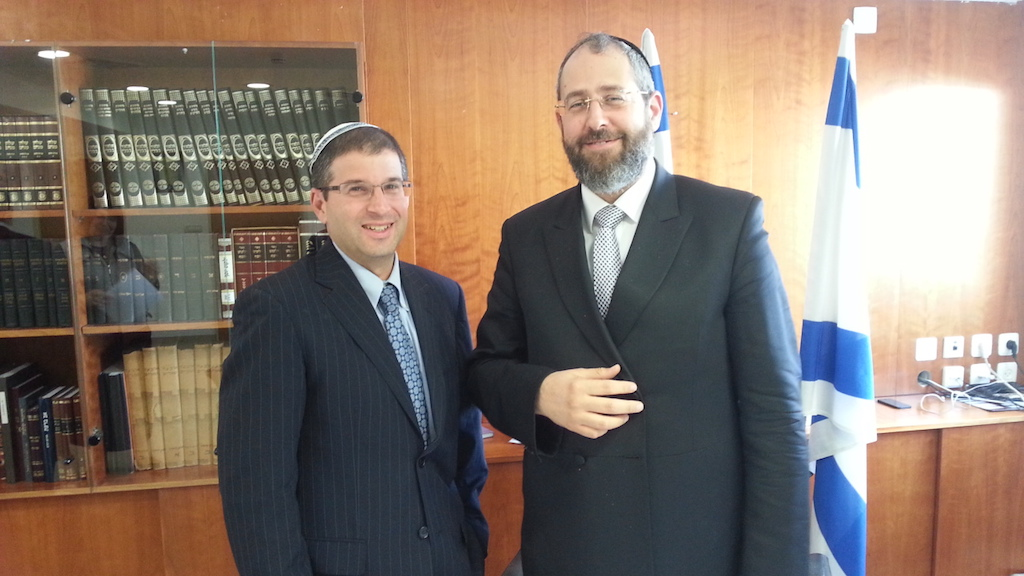 Rabbi Seth Farber of ITIM and Chief Rabbi David Lau in 2013 (Courtesy of ITIM)