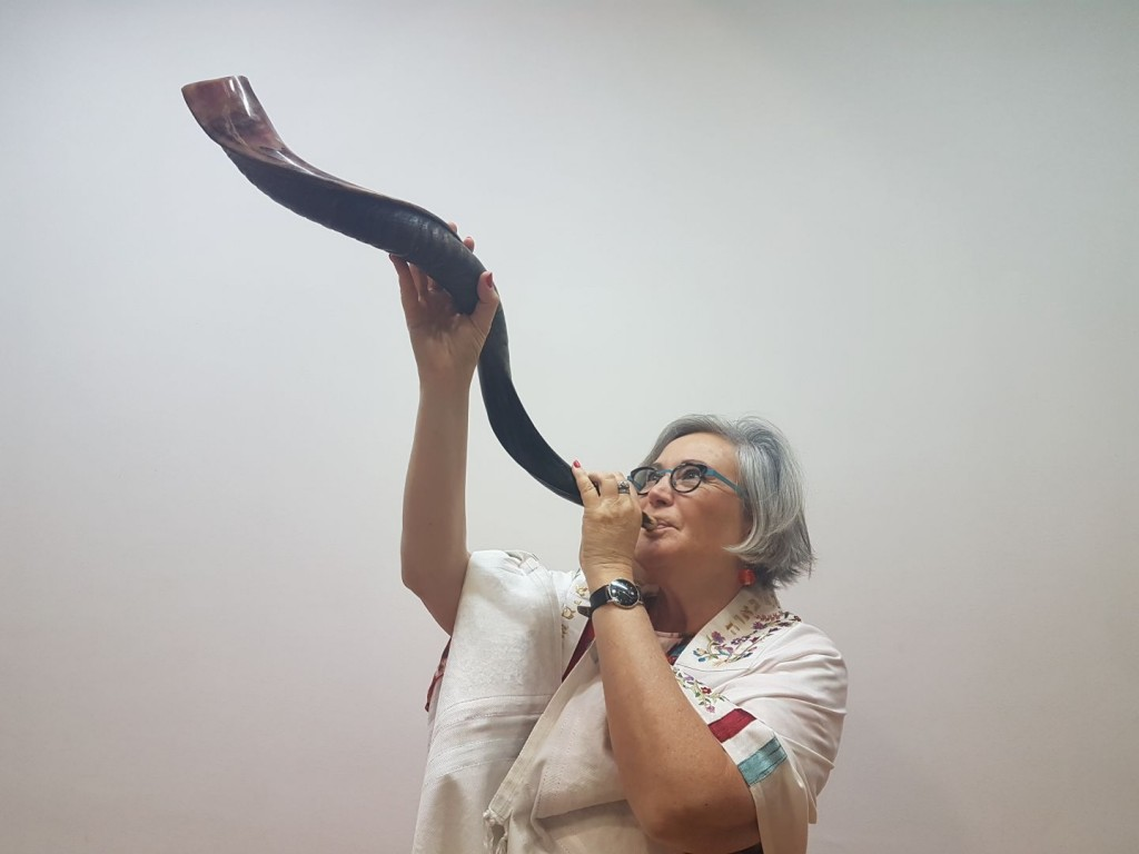 Lesley Sachs Sounding the Shofar
