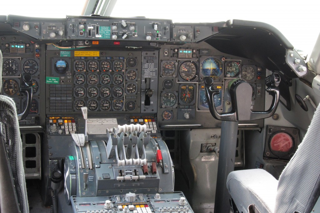 photo of a Boeing 747 cockpit