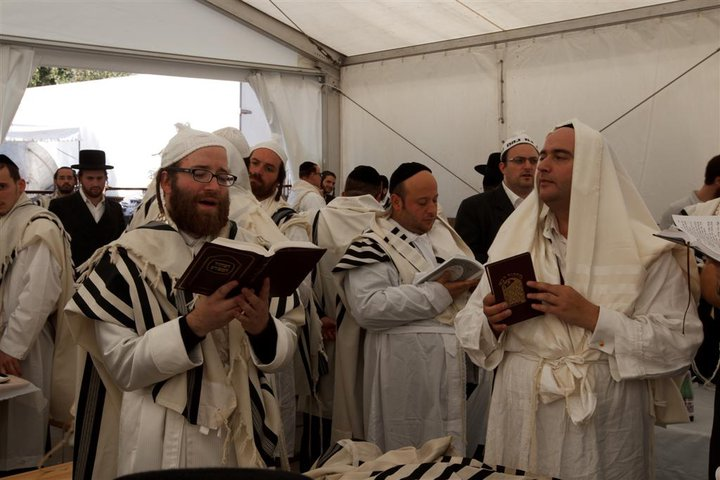 Rosh Hashana Mussaf prayers at Uman in 2010, led by Yoel Leibowitz. Rabbi Dunner is at the far right of the photo.