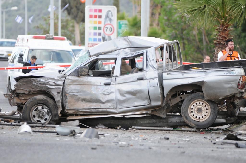 bigstock-Crashed-car-pickup-trucks-in-101648927