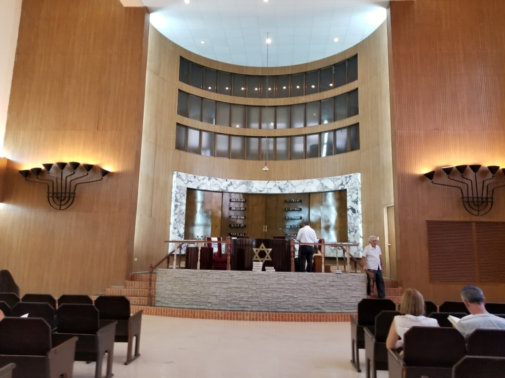 The sanctuary of Beth Shalom synagogue located in Havana. Copyright Rayna Rose Exelbierd
