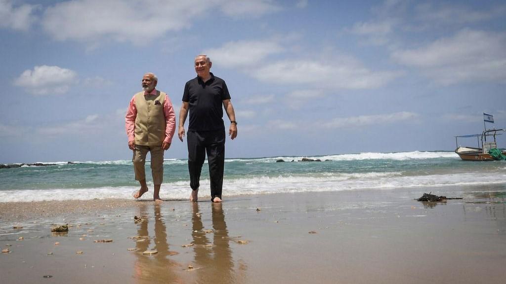 Prime Minister Benjamin Netanyahu and his Indian counterpart Narendra Modi visit the water desalination plant at Olga beach on July 6, 2017. (Kobi Gideon/GPO/Flash90/AFP)