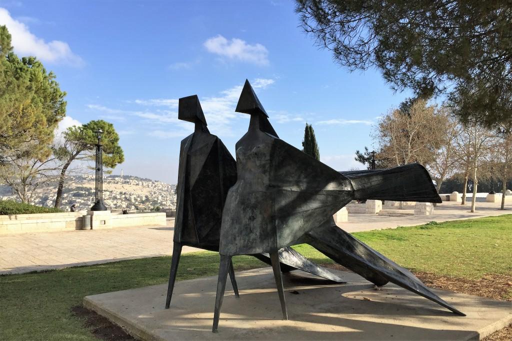 Jubilee IV (1985) by British sculptor Lynn Chadwick, Hass Promenade, Jerusalem (Shira Pasternak Be'eri)