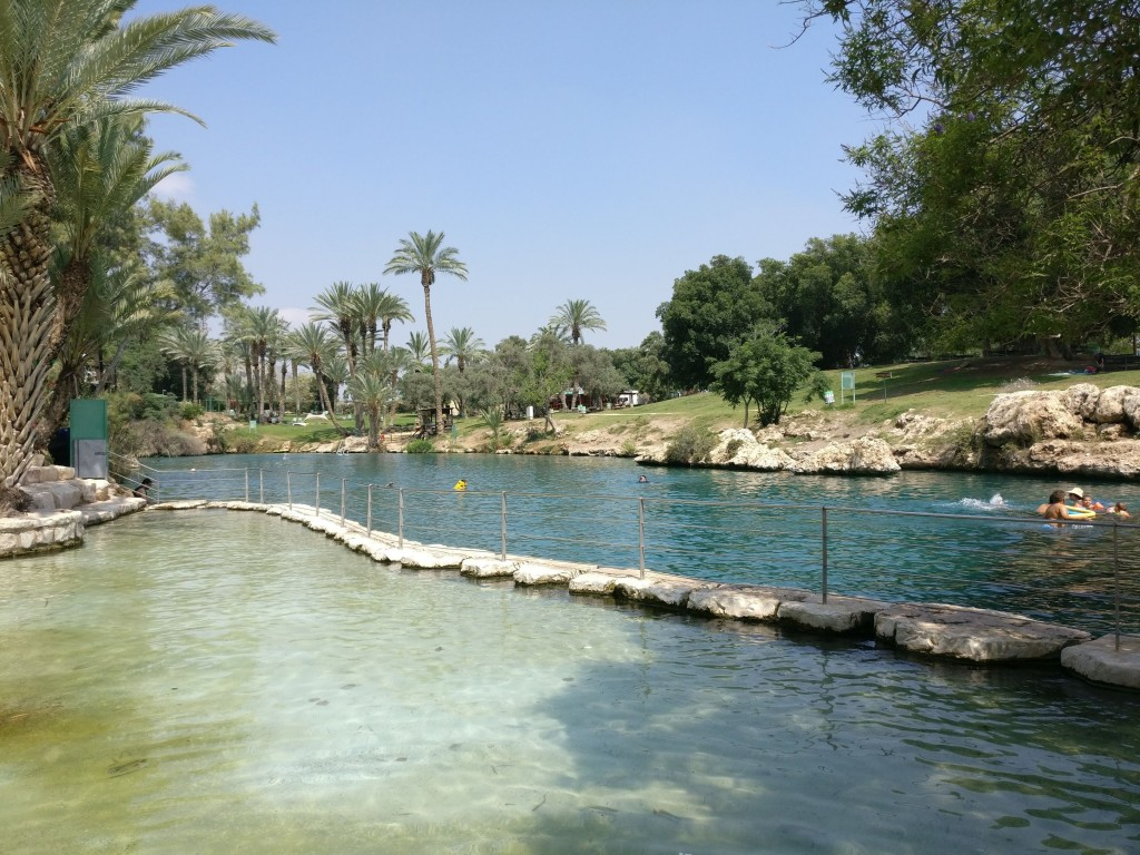 The beautiful Gan HaShlosha / Sakhne National Park in Israel