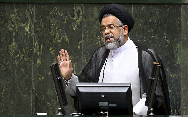 تصویر: محمود علوی، وزیر اطلاعات ایران، حین پاسخ به سؤالات نمایندگان در جلسه عمومی مجلس در تهران، ایران، ۲۵ اکتبر ۲۰۱۶. (AP Photo/Ebrahim Noroozi)