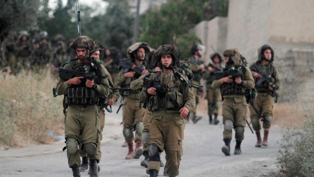 Israeli soldiers patrol near Ramallah on Friday, June 20, 2014 (Photo credit: Issam Rimawi/Flash 90)