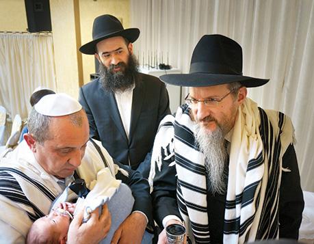 Rabbi Lazar, right, at a brit milah at a Moscow synagogue in April.