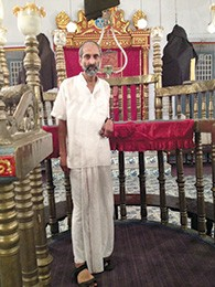 Meylekh Viswanath in the Paradesi synagogue.