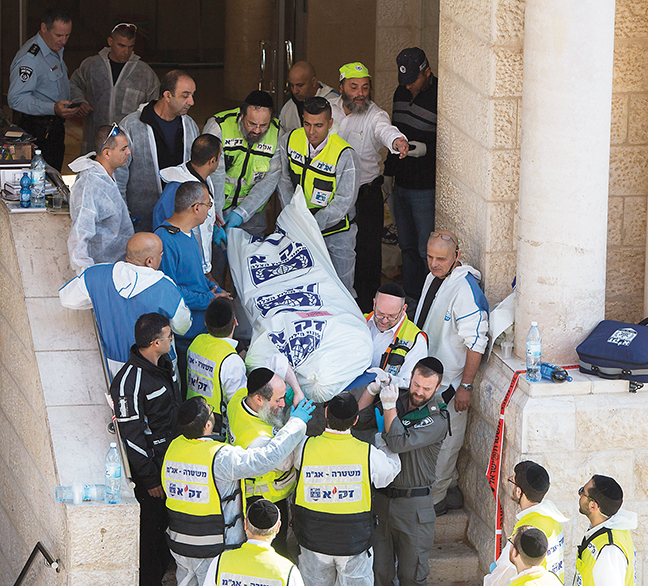 Israeli first responders at the scene of the terrorist attack on a synagogue in Jerusalem on November 18, 2014. (Yonatan Sindel/Flash90)