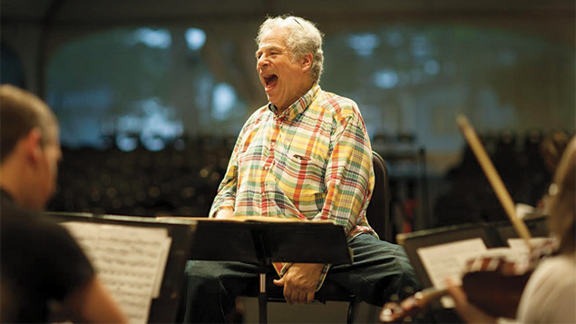 Itzhak Perlman feels at home in klezmer and classical.