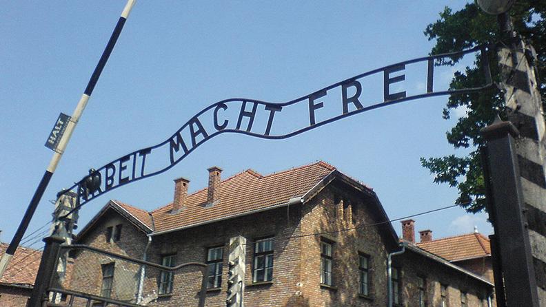 The entrance to Auschwitz-Birkenau. (Wikimedia Commons)