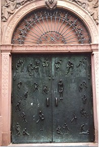 A door of the medieval cathe  dral in Worms, which was built by the same builders and made of the same sandstone as the synagogue.