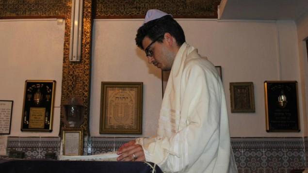 Haim Casas mène le service à la synagogue El Azama, à Marrakech, au Maroc, en 2015. (autorisation)