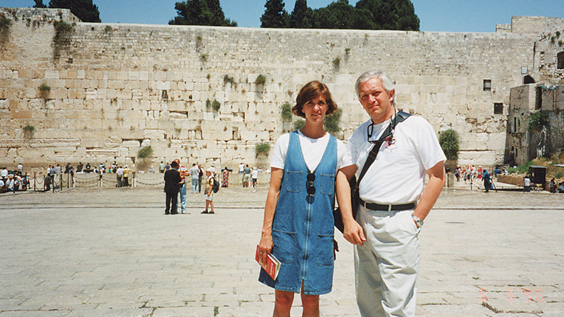 Dr. Alex Zapolansksi and his wife, Laurel Mangarelli, in front of the Kotel in Jerusalem.
