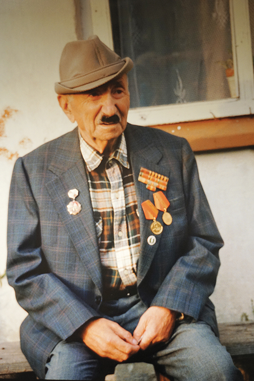 Ziksa Shapiro survived working as a barber for the Russian army and wanted to be photographed wearing his medals.