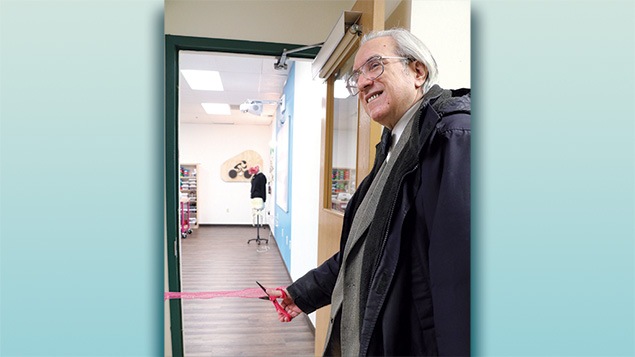 Mr. Yalow dedicates the Rosalyn Yalow Makerspace at Ma'ayanot Yeshiva High School for Girls.
