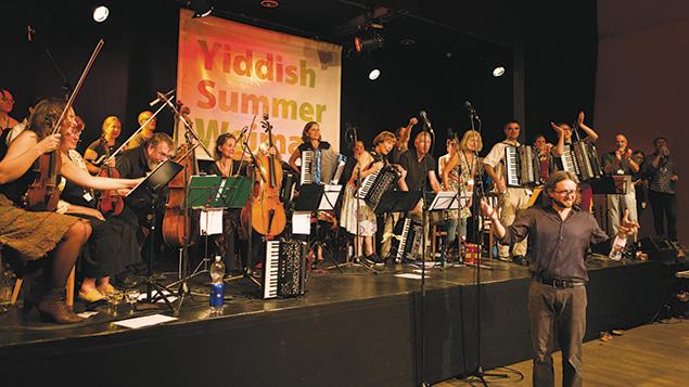 A2-L-The-dance-band-at-Yiddish-Summer-Weimar,-photo;-Felikss-Livschits